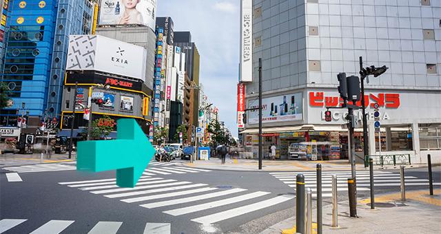 新宿通りから明治通りに向かって進みます。