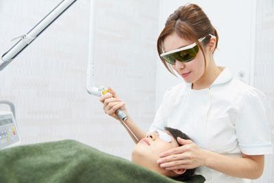 顔施術になれた熟練の看護師による施術