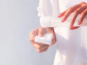 化粧水・乳液・美容液の役割と正しいスキンケアの順番
