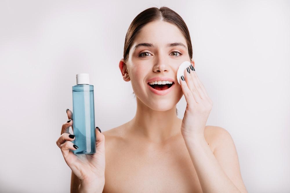 化粧水の使用期限は?正しい保管方法も解説