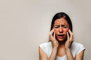 化粧水が肌にしみる…。肌がピリピリする原因と対処法