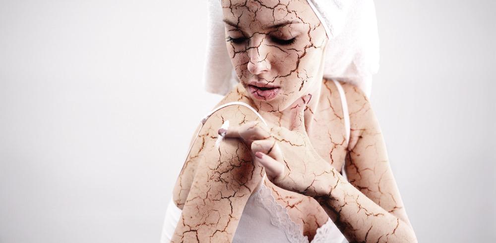 肌はなぜ乾燥する?乾燥肌の原因とおすすめのスキンケア