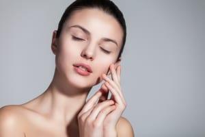 何とかしたい乾燥肌!保湿力低下の原因とうるおいを維持するスキンケア方法