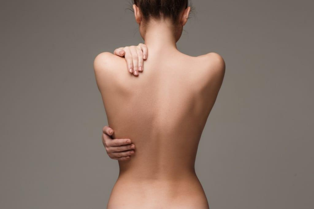 背中ニキビの原因・ケア・症状・予防について